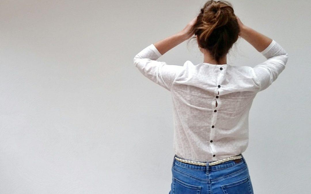 nouveau patron de couture femme : Capucine la blouse boutonnée dans le dos